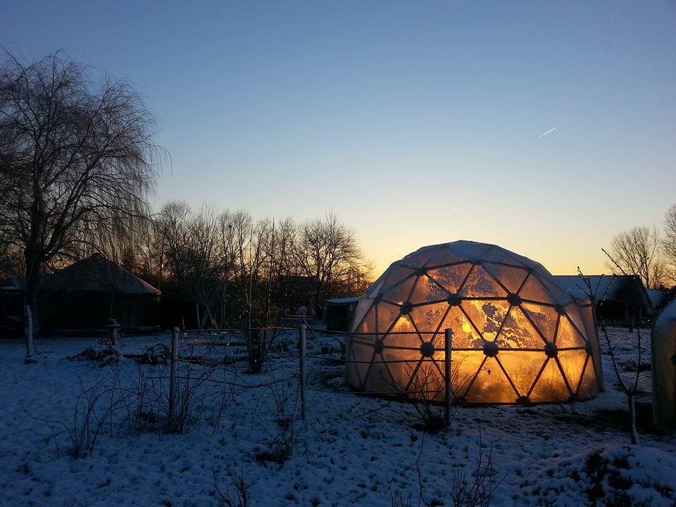 Le dôme par un beau soleil couchant hivernal